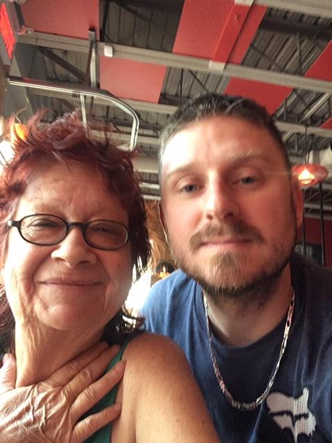 Brigitte et son fils lors de leurs retrouvailles